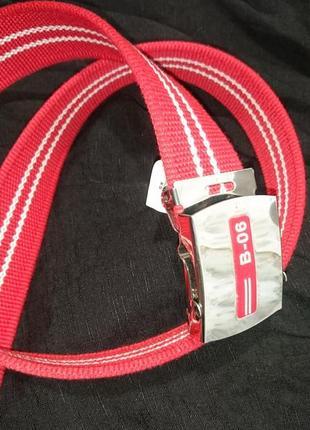 Красный тканевый ремень с пряжкой-автомат
