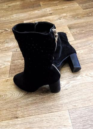 Очень красивые замшевые теплые зимние черные сапоги на каблуке 36 размер