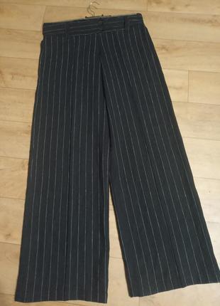 Стильные льняные широкие брюки.