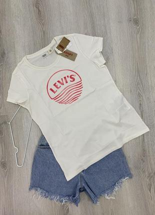 Levi's футболка можно на подарок