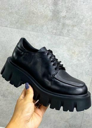 Женские туфли черные на тракторной подошве и шнурках натуральная кожа тп 1-1