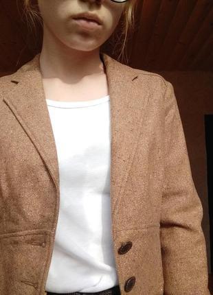 Светло коричневый пиджак