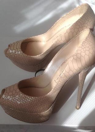 Оригинал, туфли casadei, рр 37, стелька 24 см. италия.