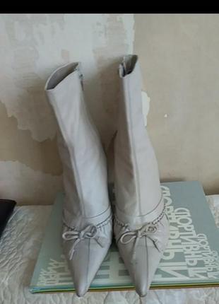 Сапоги ботинки молочные