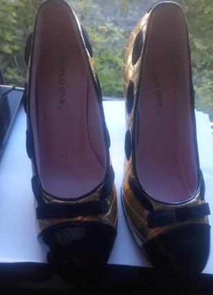 Туфли на шпильке 24,5см новые