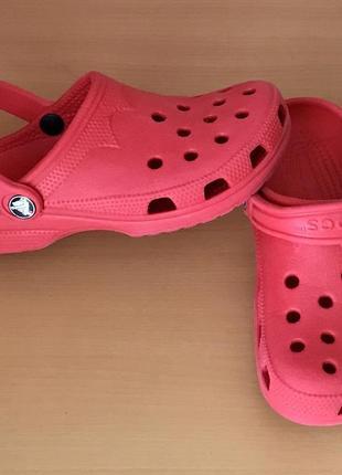 Шльопанці crocs