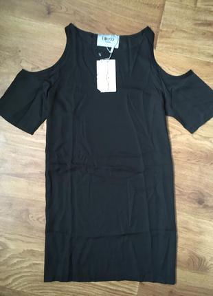 Срочно! платье с открытыми плечами черное