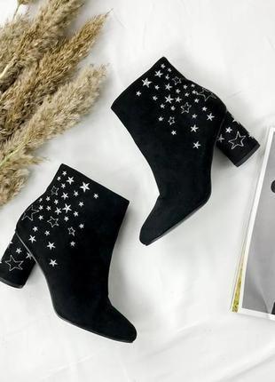 Замшевые ботинки расшитые звездами  sh1945008  george
