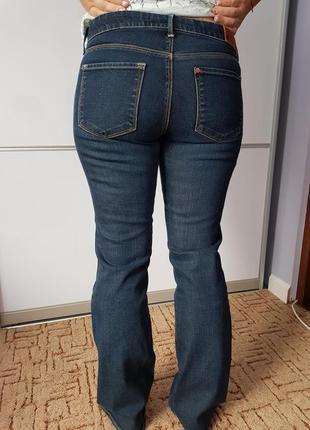 Актуальные клёшные джинсы