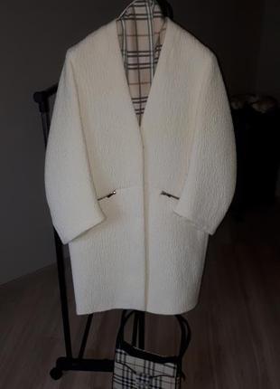 Пальто в стиле оверсайз zara.
