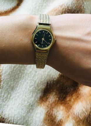 Женские часы q&q