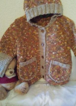 Оочень  тёплая кофточка-курточка с капюшоном на 4- 6 лет новая!шерсть!