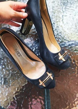 Туфли с золотым каблуком 25'5 стелька
