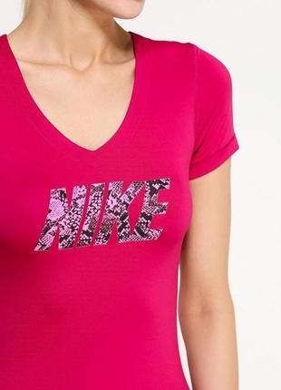 Спортивная футболка nike pro малинового цвета