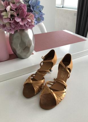 Бальные туфли латина