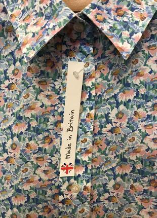 Очень красивая и стильная брендовая рубашечка в цветах..100% коттон.