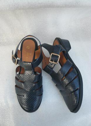 Босоножки, сандали на низком каблуке закрытые синие atmosphere р 38