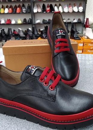 Кожаные туфли на шнурке