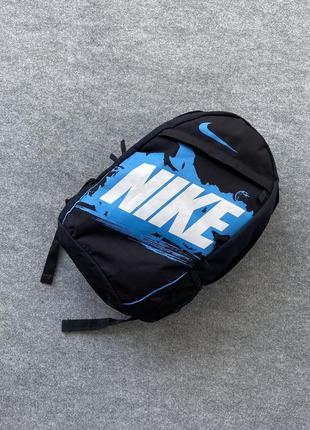 Крутой рюкзак от nike с большим принтом