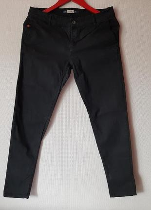 Черные стрейчевые джинсы
