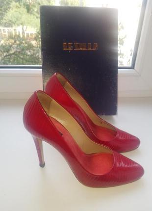 Шикарные итальянские кожаные туфли - лодочки