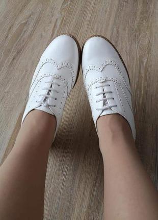 Крутые трендовые белые туфли туфельки броги оксфорды винтажный ретро стиль винтаж