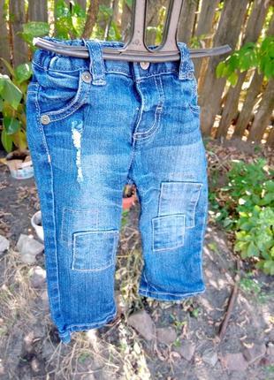 Рваные джинсы на маленького модника