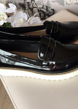 Лаковые чёрные лоферы из экокожи, обувь, хит 2017, лоферы нв белой подошве