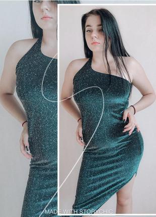 Блестящее изумрудное велюровое платье