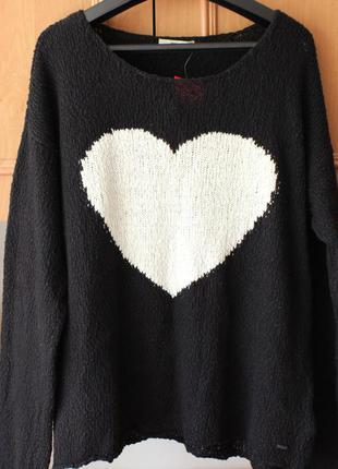 Черная кофта с сердечком