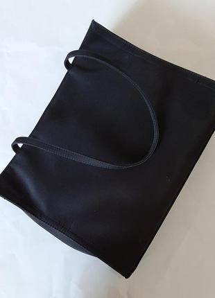 Елегантна чорна сумка
