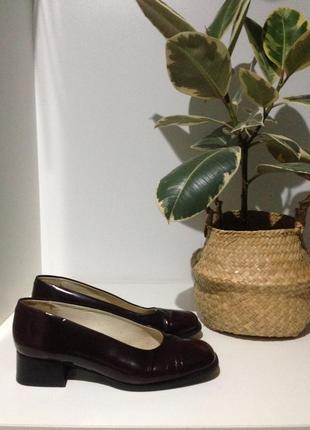 Кожаные винтажные туфельки цвет бордо 39(25,5)