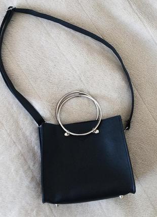 Топовая сумочка с круглыми ручками