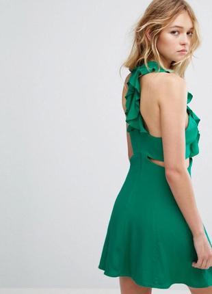 Ультра модное платье зеленого цвета с вырезами