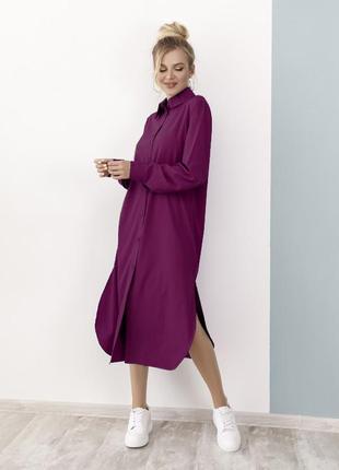 Длинное платье-рубашка с боковыми разрезами темная фуксия