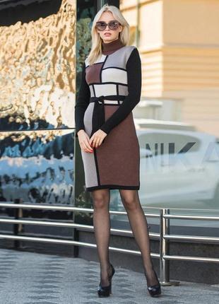 Вязаное платье коричнево-песочного цвета