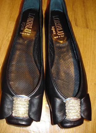 Неверояные новые кожаные туфли loriblu