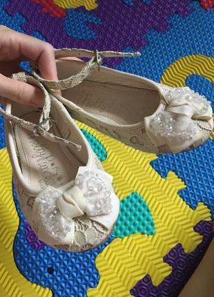 Нарядные очень красивые туфельки