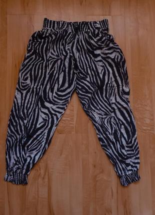 Летние штаны с принтом зеброй