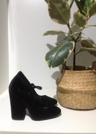 Велюровые туфли на толстом каблуке35-36(23)