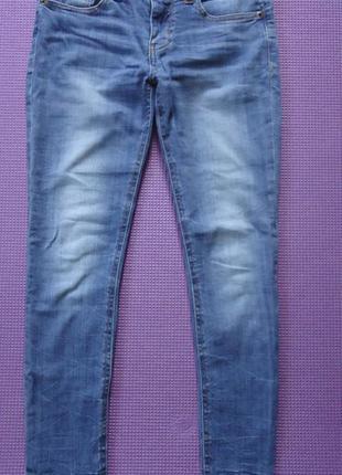Стильные джинсы скинни с необработанным краем
