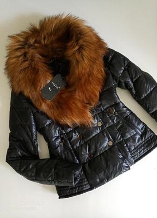 Красивенная фирменная курточка с шикарним сьемним мехом,36 евро