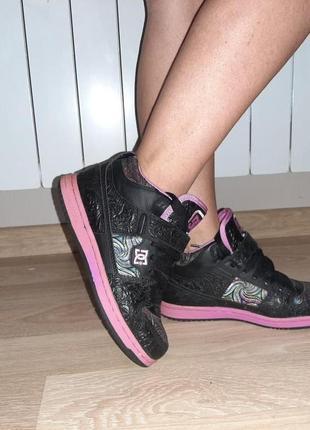 Кроссовки с оригинальной кожей и цветными нитями от сша бренд dc