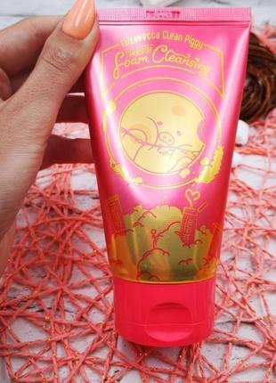 Нежная пенка для умывания с ягодами elizavecca clean piggy pink energy