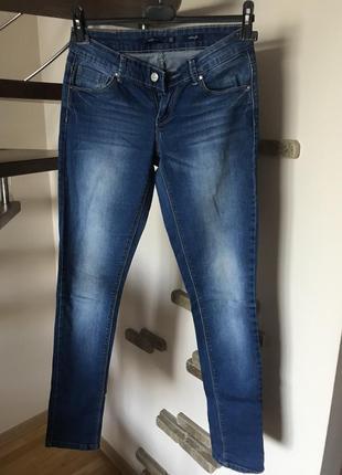 Супер классные джинсы с потертостями стрейч