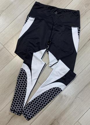 Чёрный белые спортивные лосины nike