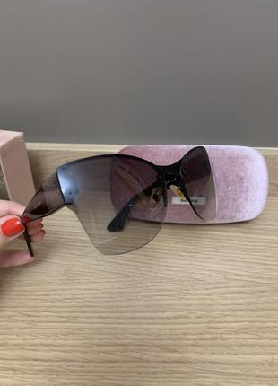 Сонячні окуляри miu miu