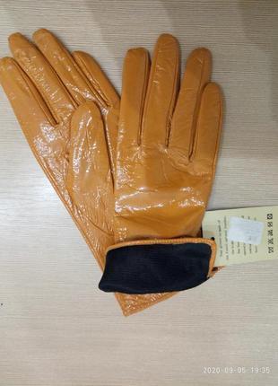 Перчатки лаковые