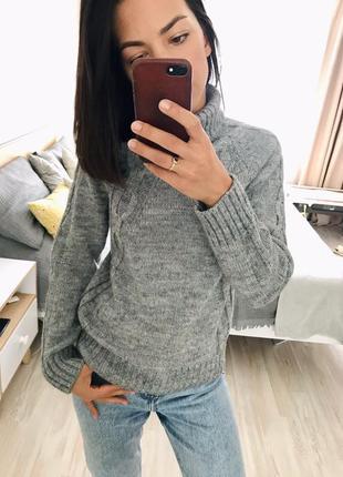 Очень красивый, базовый шерстяной свитер