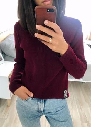 Красивые тёплый свитер вишневого цвета